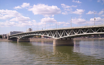 Petofi Bridge is named after the renowned Hungarian poet and revolutionist Sándor Petőfi